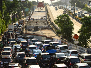 Kemacetan Imbas Pembangunan LRT