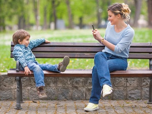 Hobi Posting Foto Anak di Medsos: Baik atau Tidak?