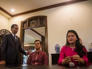 Pernikahan Anak Jokowi: Warga Solo Bagikan Tumpeng Kenduri Cinta