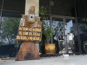 Potret Kondisi Gedung LBH Jakarta Pasca Ricuh