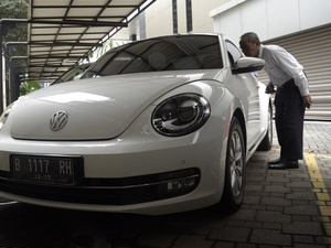 Lelang Mobil Sitaan KPK