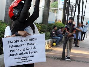 Aktivis Kritik Sandiaga Uno Soal Pohon Tumbang di Jakarta