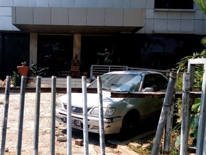Pecahan Kaca di YLBHI: Serangan terhadap Pencari Keadilan