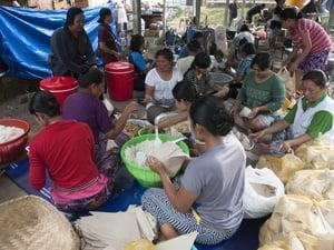 Jokowi Bantu Pengungsi Gunung Agung Logistik Senilai Rp7,2 M