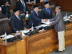 Fahri Hamzah Ketuk Palu Sidang Sepihak, Empat Fraksi Protes