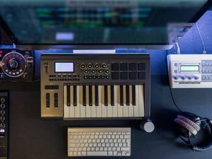 Tiga Jenius Jerman Pelopor Studio Musik Elektronik Pertama