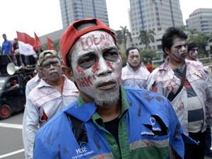 """Pengalihan Status, Awal Mula Buruh Pertamina Jadi """"Zombie"""""""