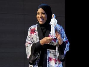 Barbie Hijab Pertama Terinspirasi Atlet Anggar AS Siap Dirilis
