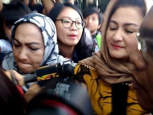 Istri Setya Novanto Bungkam Saat Penuhi Panggilan Pemeriksaan KPK