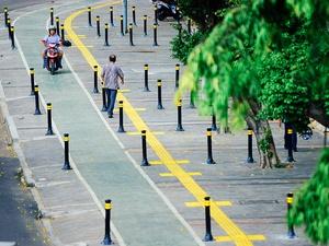 Trotoar Baru di Jalan Jatinegara