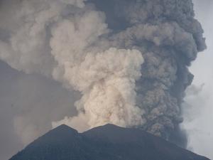 Gunung Agung Alami Tremor 24 Menit Masuk Fase Erupsi Magmatis