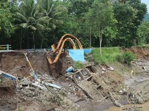 Badai Dahlia Landa Yogya: Sultan Perpanjang Status Darurat Bencana