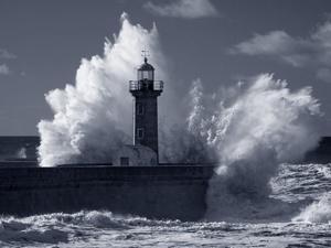 Cuaca Buruk Kemenhub Minta Syahbandar Tak Paksakan Pelayaran