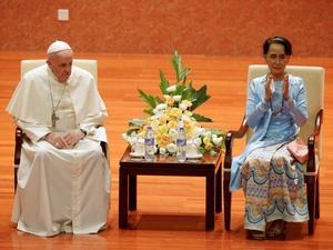 Paus Fransiskus Menyebut Rohingya Pertama Kali dalam Kunjungannya