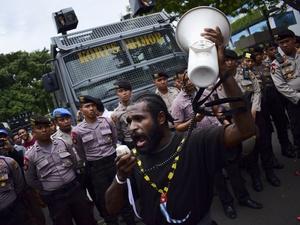 """Nyanyian """"Papua Bukan Merah Putih"""" di Jakarta"""