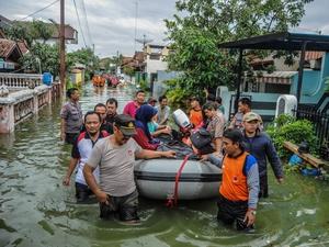 Banjir Rob Kembali Rendam Ratusan Rumah di Pekalongan