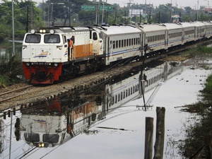Jalur Kereta Api Losari-Tanjung di Cirebon Sudah Bisa Dilewati