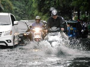 Genangan Air Membanjiri Ruas Jalan Jakarta