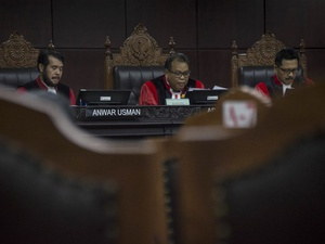 Jaga Kewenangan Yudikatif, MK Tolak Upaya Persekusi LGBT