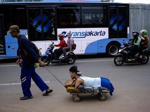 Deni Nurjaman, Penyandang Disabilitas, Menantang Kemacetan Jaka   rta