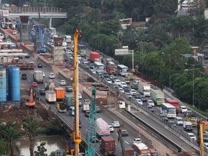 Petugas Masih Berlakukan Contraflow di Tol Jakarta-Cikampek
