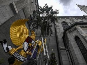 Banser NU Amankan Gereja Katedral