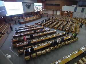 DPR Resmi Mengesahkan UU MD3, Dua Fraksi Menolak