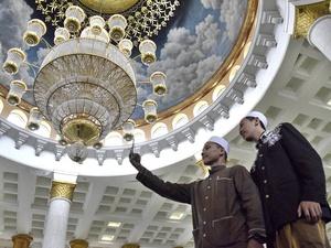 Beribadah dan Berwisata Religi di Masjid Kubah Emas