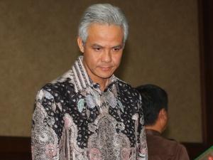 Ganjar Pranowo Ditolak Bersalaman dengan Anggota Panwas Jepara