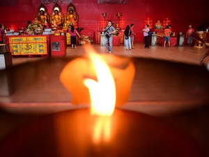 Doa & Persiapan Imlek di Vihara Dharma Bakti