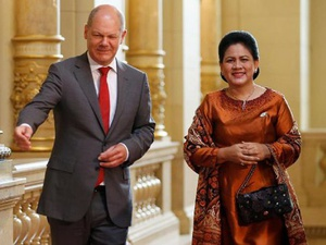 Menyimak Gaya Busana Ibu Negara Indonesia