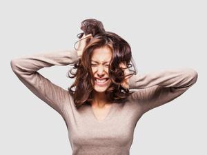 Jangan Buru-Buru Salahkan PMS Bila Perempuan Mudah Emosi