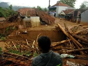 Banjir Landa Pulau Jawa, dari Brebes hingga Kuningan Jabar