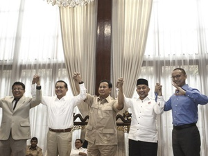 "Pertarungan Pilpres 2019: ""Prabowo Pesaing Terkuat Jokowi"""