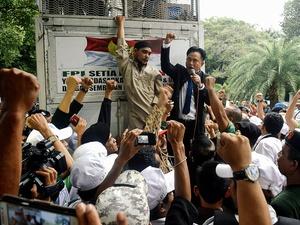Aksi Simpatisan Partai Bulan Bintang di KPU