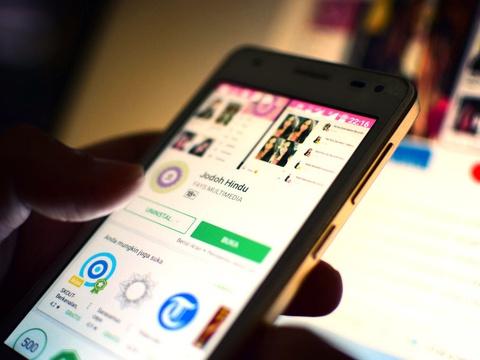 Gairah Kencan Online Kaum LGBT di Indonesia - Tirto ID