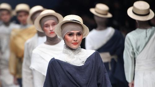 Dunia Semakin Terbiasa dengan Hijab dalam Fashion - Tirto.ID ff7db3d838