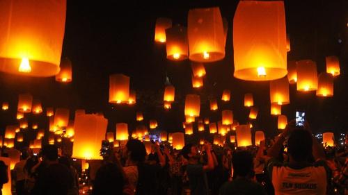 Malam Tahun Baru 2018 2 500 Lampion Terangi Langit Candi