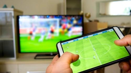 Cara Menghubungkan Smartphone Ke Televisi Non Smart Tv Tirto Id