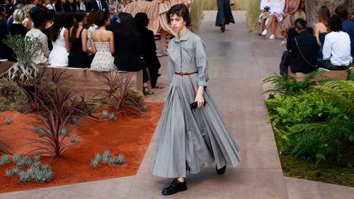 Prairie  Baju  Perempuan Konservatif  AS yang Jadi Tren Fesyen 2019 ... 55cda3c1ae