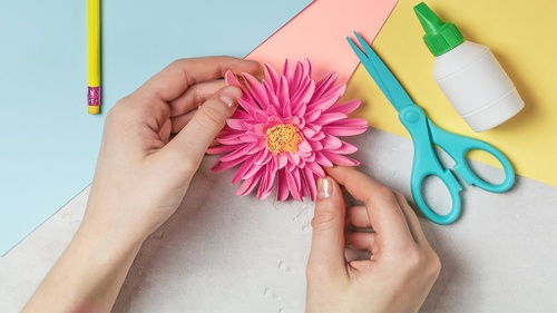Cara Membuat Bunga Dari Kertas Krep Dengan Teknik Kelopak Tunggal Tirto Id