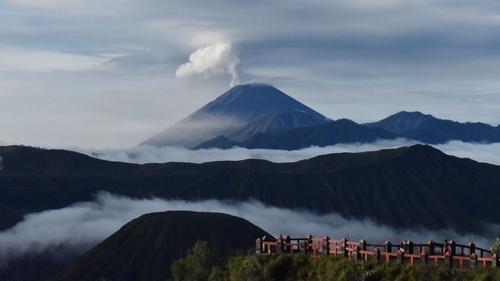 Gunung Semeru Erupsi Jalur Pendakian Ditutup Sementara Tirto Id