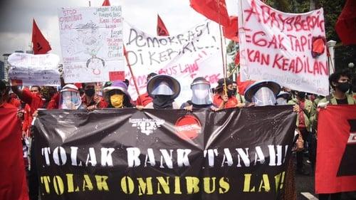 aksi mahaiswa tolak Omnibus Law