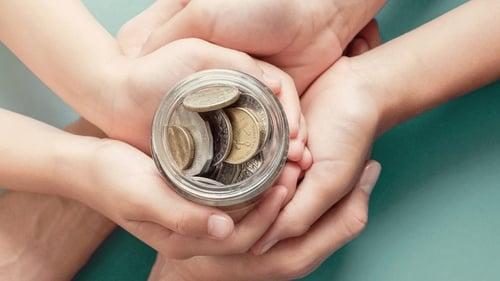 Daftar Bansos Blt Dan Subsidi Yang Cair Oktober 2020 Tirto Id