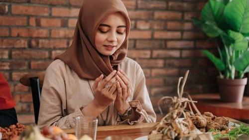 Bacaan Niat Puasa Qadha Cara Ganti Utang Ramadan Kapan Diucapkan Tirto Id