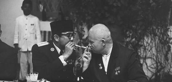 Ambisi Gagal Sukarno: Mempersenjatai Indonesia dengan Nuklir