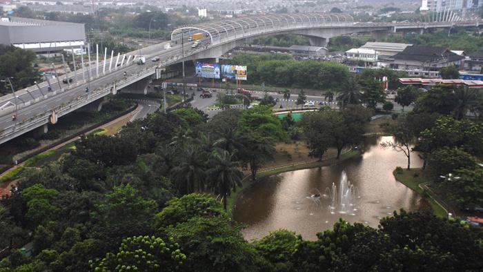 Kawasan Jl. Ahmad Yani , Kota Bekasi, Jawa Barat. ANTARA FOTO/Ivan Pramana Putra.