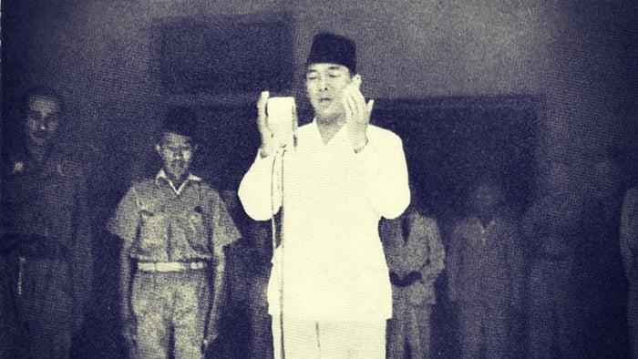 Pembacaan doa oleh Presiden Soekarno, 1945. FOTO/IPPHOS/Frans Mendoer