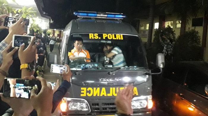 Lima jenazah polisi korban kerusuhan Mako Brimob dibawa pulang ke rumah masing-masing dari RS Polri Kramat Jati pada Rabu (9/5). tirto.id/Naufal Mamduh