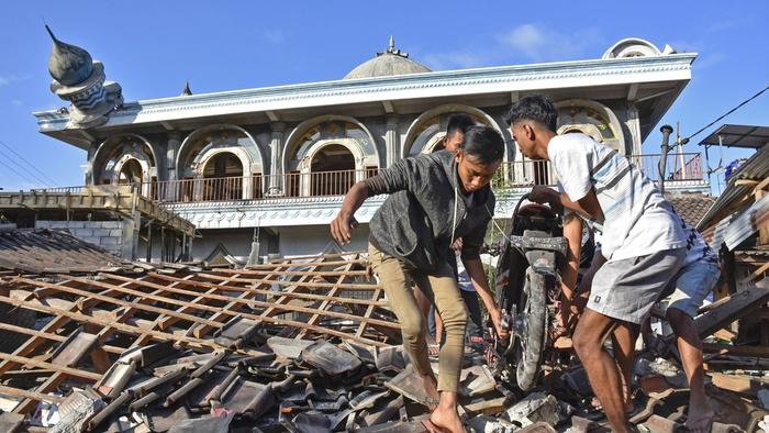 Mengapa Sebagian Warganet Gemar Mempolitisasi Bencana Sebagai Azab?